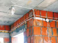 Способы прокладки провода по стене