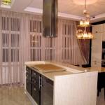Идея дизайна штор для кухни 20