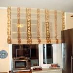 Идея дизайна штор для кухни 35