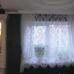 Идея дизайна штор для кухни 37