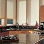 Идея дизайна штор для кухни 23