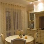Идея дизайна штор для кухни 26
