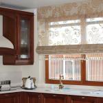 Идея дизайна штор для кухни 45