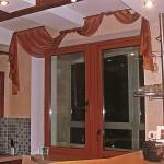 Идея дизайна штор для кухни 7