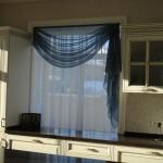 Идея дизайна штор для кухни 75
