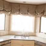 Идея дизайна штор для кухни 56