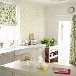 Идея дизайна штор для кухни 14