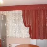 Идея дизайна штор для кухни 51