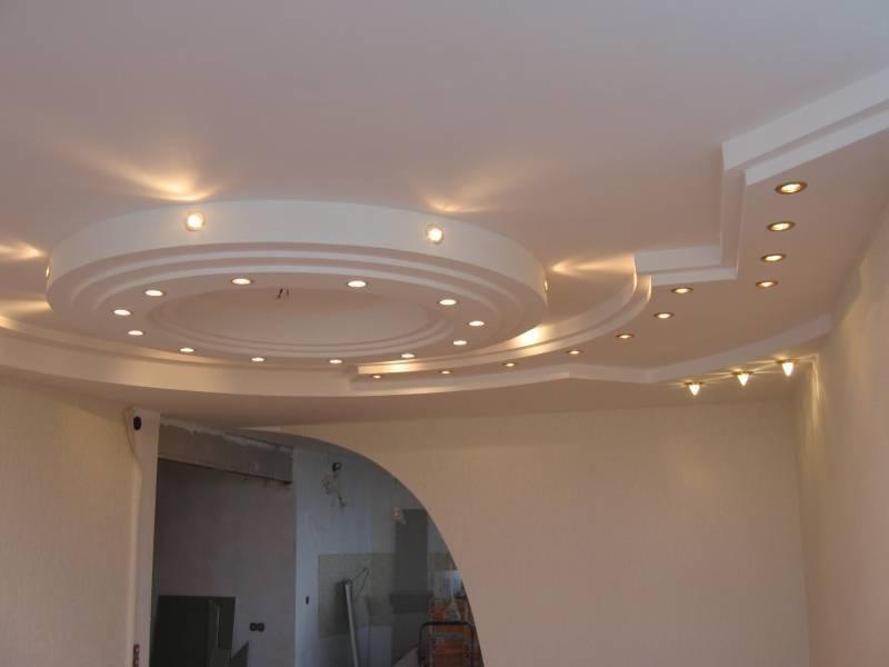 Дизайнерское решение потолка из гипса