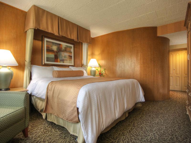 Toftrees-Golf-Resort-Оливковый-цвет-в-интерьере-спальни