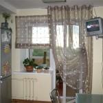Дизайн штор для кухни с балконом 3