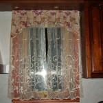 Идея дизайна штор для кухни 94