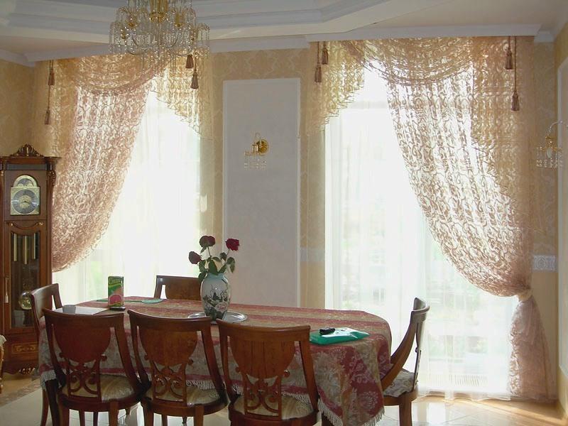 kruzhevnye-shtory-v-stolovuyu-komnatu