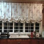 Идея дизайна штор для кухни 138