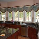 Идея дизайна штор для кухни 131