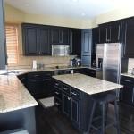 Кухня темного цвета