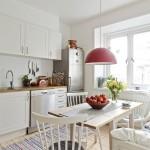 Вариант интерьера кухни в белых тонах