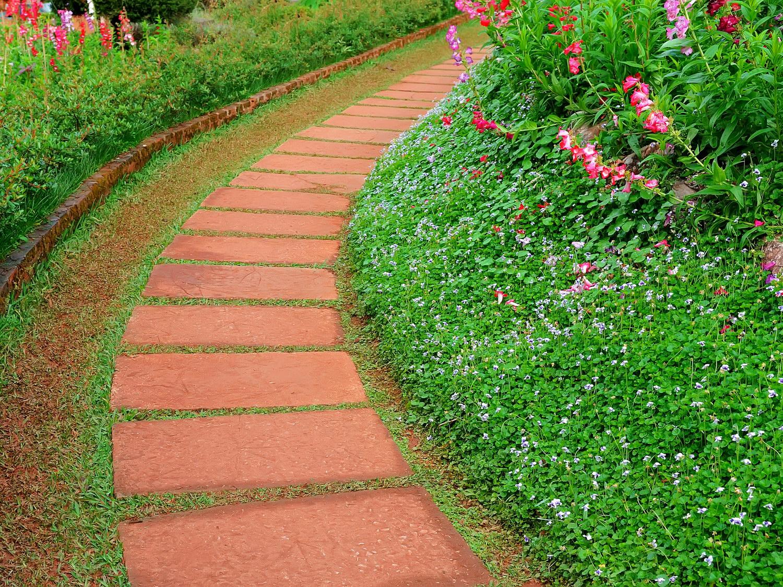 Модная садовая дорожка для дачи