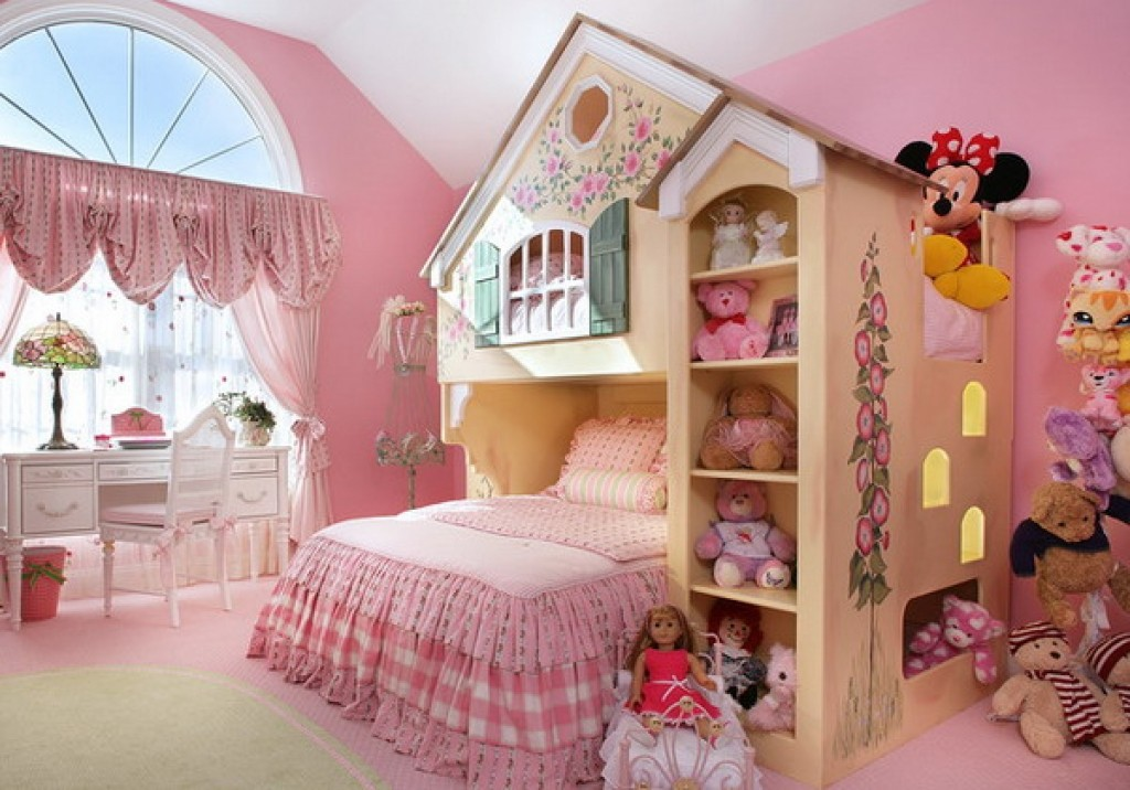Уютная детская комната для девочки в розовых тонах