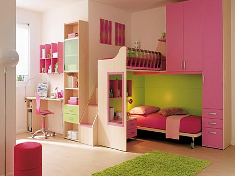 Модульная мебель в интерьере детской комнате в розовых тонах