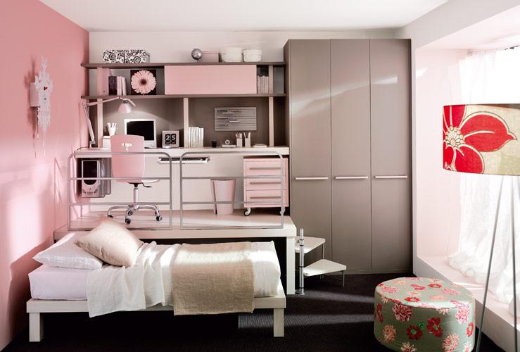 Дизайн небольшой детской комнаты в розовых тонах для девочки