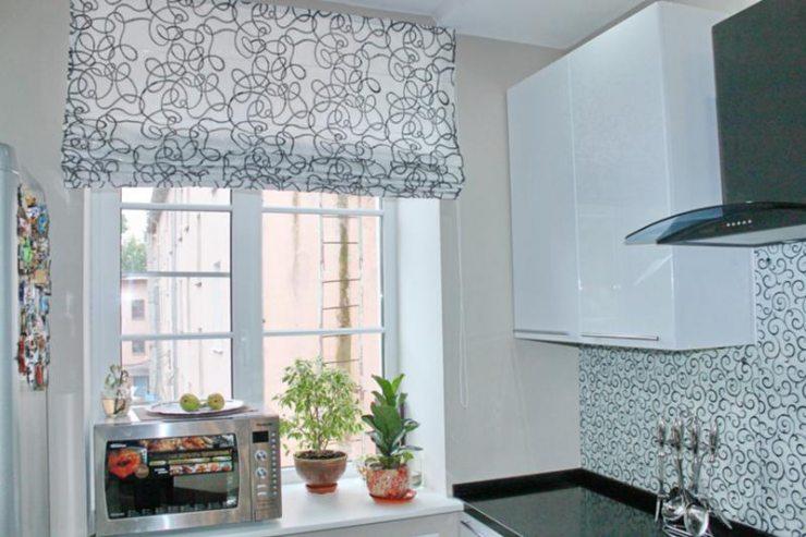 Римские шторы на кухне 2