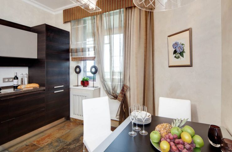 Дизайн окна и балконной двери на кухне