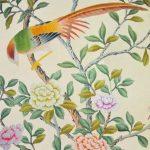 Светлые обои с цветами и птицами
