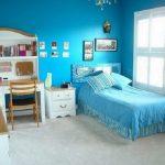 Комната для 7–9-летнего ребёнка в голубых тонах