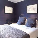 Тёмно-синяя спальня для отдыха