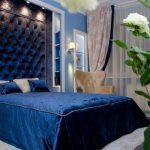 Классический синий в спальне