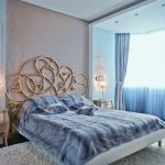 Интерьер спальни в оттенках нежно-синего