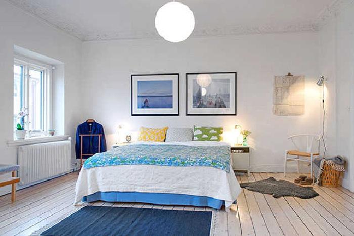 Освещение в синей скандинавской спальне