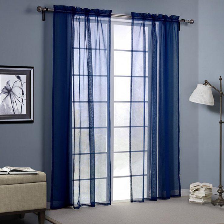 Текстиль в синей классической спальне