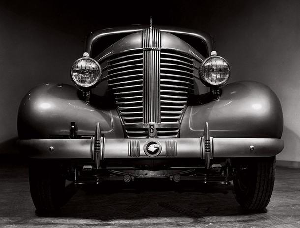 Автомобиль Pontiac — тоже образец ар-деко