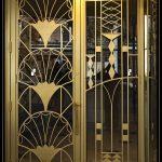 Дверь с металлическим орнаментом в стиле ар-деко