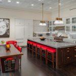 Кухня со столовой в приятных оттенках