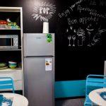 Интерьер маленькой кухни в стиле поп-арт