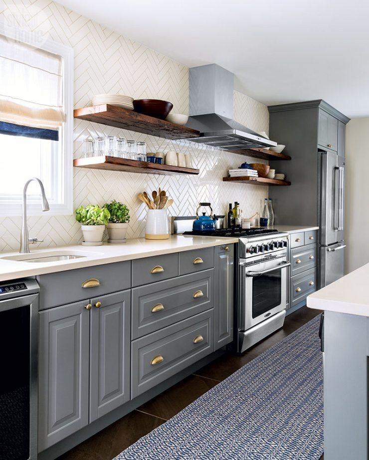 Дизайн кухни в серо-белых цветах