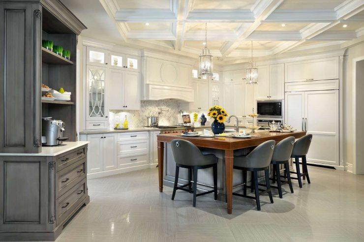 Сочетание темно-серого и белого цвета на кухни