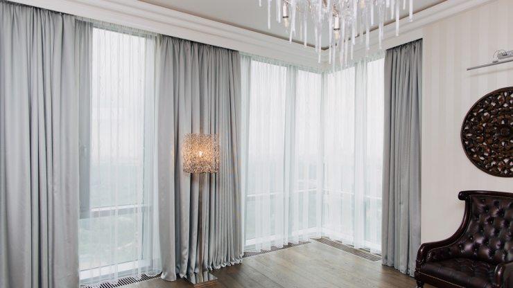 Дизайн панорамных окон в гостиной