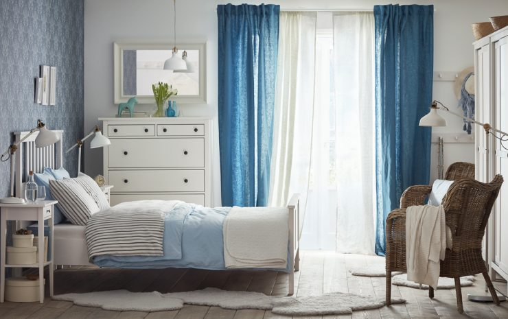 Спальня от ИКЕА в бело-синих тонах