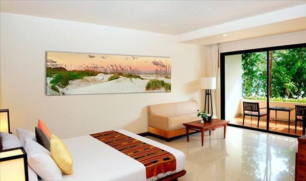 Картина с иображением пейзажа в спальне