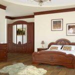 Картины в спальне, выполненной в английском стиле