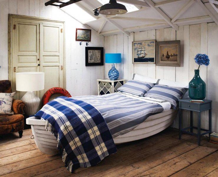 Светлая спальня, оформленная в морском стиле