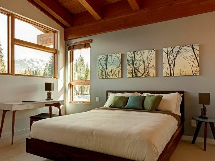 Триптих с пейзажем в спальне