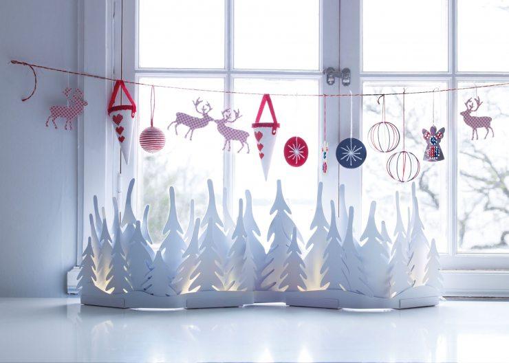 Новогодняя инсталляция на окне