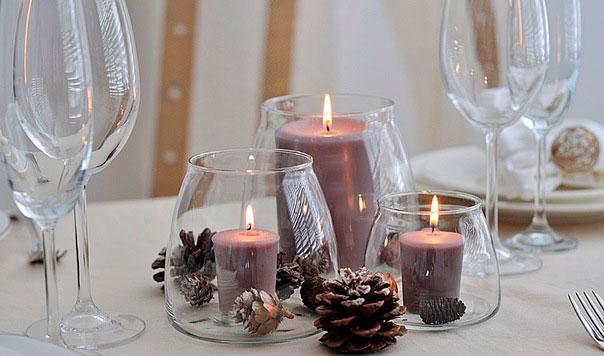 Свечи в бокалах на столе