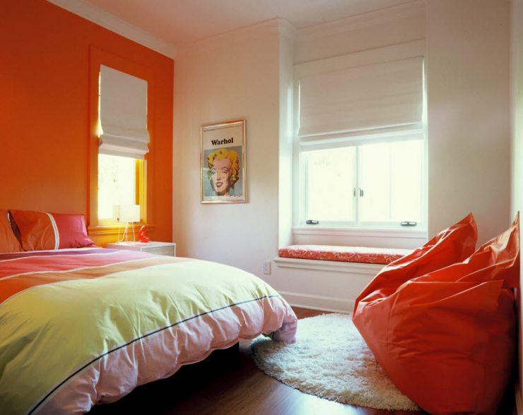 Спальня в бело-оранжевых тонах