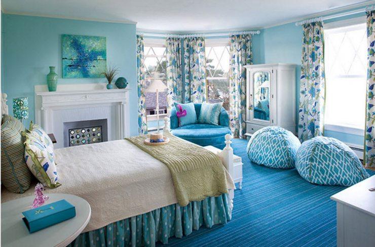 Спальня в сине-белых тонах